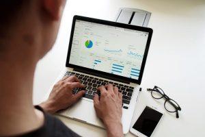 Verkkosivun analytiikka auttaa kävijäseurannan datan hyödyntämistä